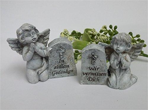 Engel neben Grabstein mit Spruch Wir vermisse Dich und In stillem Gedenken 2 Stück Grabschmuck Grabengel Trauerschmuck Trauerengel Grabfigur Trauerfigur Gedenkstein