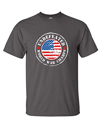 Feelin Good Tees USAUndefeated World War Champs Lustiges, kräftiges T-Shirt (T-shirt Champ Peoples)