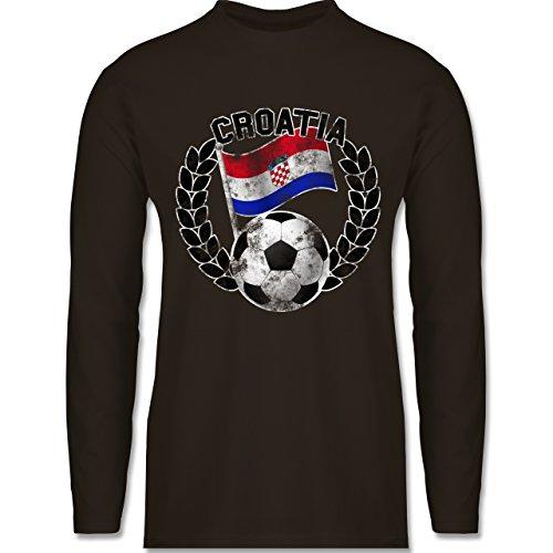 Shirtracer Fußball-WM 2018 - Russland - Croatia Flagge & Fußball Vintage - Herren Langarmshirt Braun