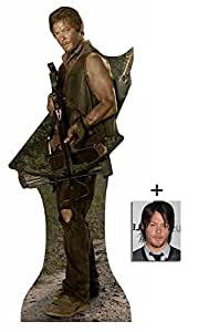 Fan Pack - Daryl Dixon (Norman Reedus) The Walking Dead New 2015 Grand Silhouette En Carton Standee / Stand-Up - Avec Star Photo (Dimensions 25x20 Cm)
