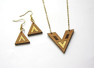 Parure collier et boucles d'oreilles bois, chevron doré, style moderne contemporain, minimaliste, chic, aulne, métal. Bijoux géométriques.