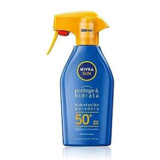 NIVEA SUN Protege & Hidrata Spray Solar FP50+ (1 x 300 ml), protector hidratante y resistente al agua con protección UVA/UVB, protección solar muy alta en formato pistola