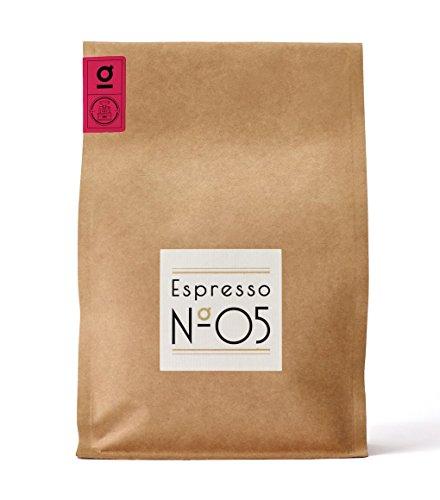 Espresso N°05 von Coffee858 – Handgerösteter Premium Kaffee – Fair & Direkt gehandelt – Feinste Arabica Bohnen – Säurearm & Bekömmlich – Traditionelle Trommelröstung – ganze Bohne (750 g)