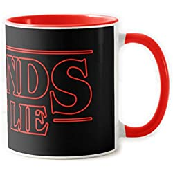 1586-Taza ceramica, Stranger things - Friends Dont lie, Roja