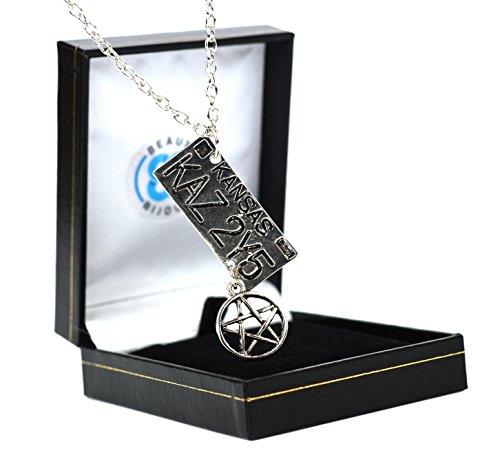 pendentif-inspire-de-supernatural-avec-pentagramme-et-plaque-dimmatriculation-kansas-de-dean-avec-co