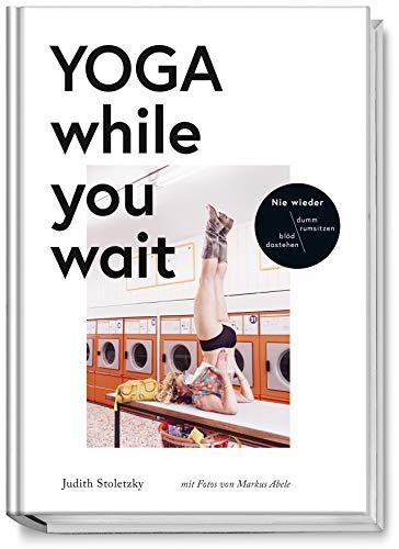 Buchseite und Rezensionen zu 'Yoga while you wait' von Judith Stoletzky
