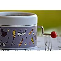 Caja de música con la melodía * Hedwig Theme * interpretada en la película de Harry Potter. Diseño exclusivo color malva. Manivela de música manual. Estupendo regalo.