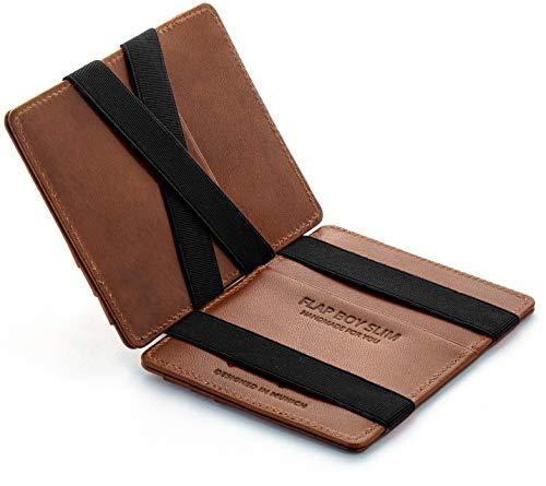 """Jaimie Jacobs es una marca de moda innovadora que fabrica accesorios de cuero hechos a mano. Nuestras carteras disponen de la innovadora función """"magic flap"""", con la que, al meter uno o varios billetes sueltos en la cartera y después cerrarla, quedan..."""