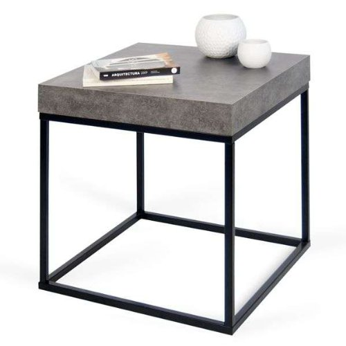 PETRA, table d'appoint ou table basse : le béton et l'acier, sans le béton - designer : INÊS MARTINHO - 55 x 55 x 53 cm - aspect béton mat, lisse au toucher, piétement métal noir
