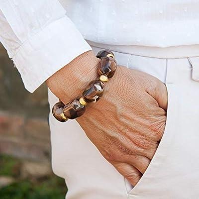 Bracelet boules en résine avec pièces de laiton en or mat. Bracelet femme ajustable avec perles en résine. Bracelet fantaisie femme marron.