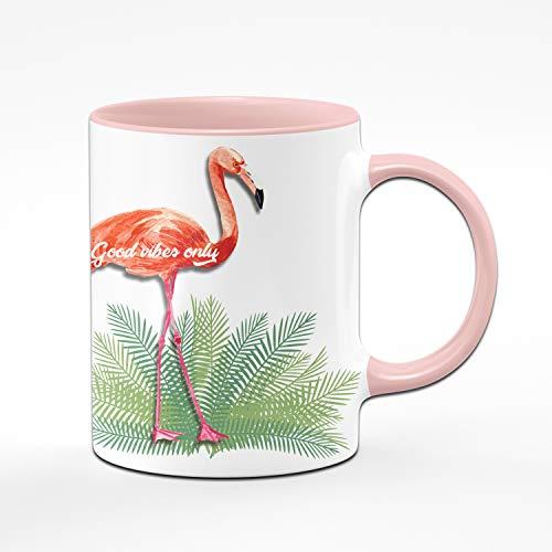 Tassenbrennerei Flamingo Tasse mit Spruch Good Vibes only – Bürotasse, Geschenk für Kollegin Tassen mit Sprüchen (Rosa)