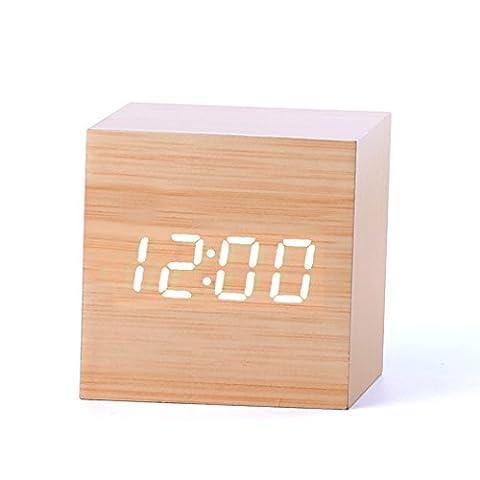 Forepin® LED Réveil LED en Horloge Alarme Digital Clock Alarme en Bois avec Contrôle du Son et Lumière LED Horloge de Bureau Décorez Votre Maison et le Bureau, Alimenté par USB ou Batterie - Forme Cube (Bamboo + Lumière
