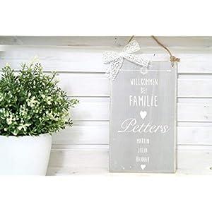 """Besonderes Türschild mit Namen aus Holz – Grau mit weißem Schriftzug""""Willkommen bei Familie"""""""