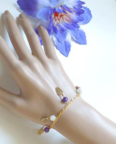 bracelet-dore-lila-pierre-de-lune-et-amethyste-naturelles-avec-des-feuilles-dorees-en-laiton