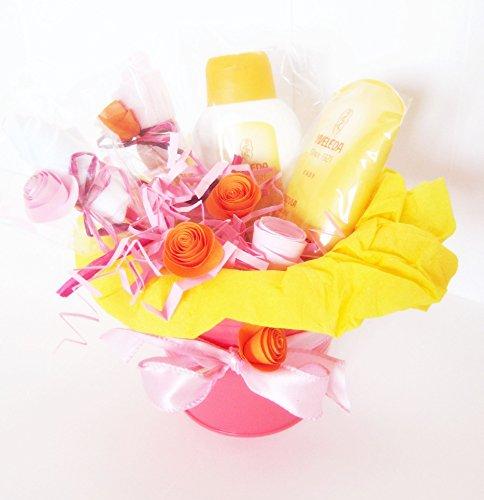 Macetero con dos productos Weleda Caléndula BIO y Flores hechas con Calcetines en Algodón | Baby Shower Gift Idea | Idea Regalo para Recién Nacidos | Para Niñas