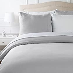 AmazonBasics Parure de lit avec housse de couette en microfibre, Gris clair, 240 x 220 cm