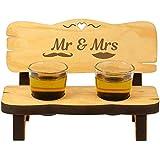 Bank mit Schnapsgläsern – Mr & Mrs – Ausgefallene Schnapsbank für Shotgläser zur Hochzeit – Geschenkidee Brautpaar mit Schnurrbart und Kussmund (Mr & Mrs)