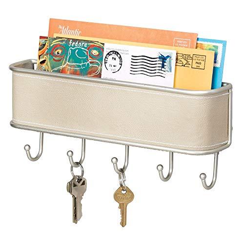 mDesign Schlüsselbrett mit Ablage - vielseitiges Schlüsselboard in Taupe und gebürstetem Metall mit Akzenten aus Kunstleder - mit Briefablage für Post oder auch Handys -
