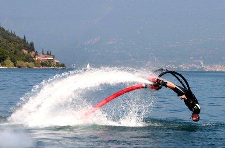 Jochen Schweizer Geschenkgutschein: Flyboard fliegen am Gardasee