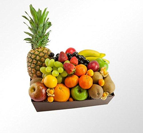 La Cesta de Frutas BRASILIA es una cesta compuesta por frutas de origen mediterráneo y tropical compuesta por las siguientes variedades de la mejor calidad: manzanas, peras, kiwi, plátano, piña, mandarina, uva blanca y uva roja, pomelo, kiwi, ciruela...