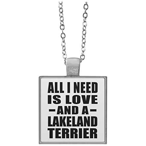 All I Need Is Love And A Lakeland Terrier - Square Necklace Halskette Quadrat Versilberter Anhänger - Geschenk zum Geburtstag Jahrestag Muttertag Vatertag Ostern