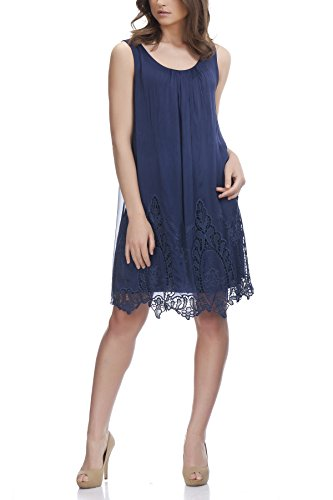 laura-moretti-vestido-largo-con-detalles-bordados-en-la-parte-inferior