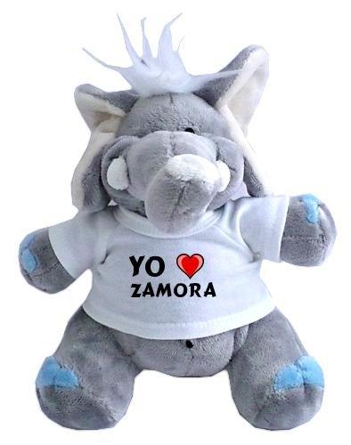 Elefante de peluche (juguete) con Amo Zamora en la camiseta...