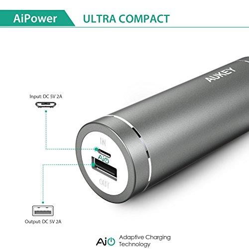 Aukey PB N37   Mini cargador portátil de 5000 mAh  color gris