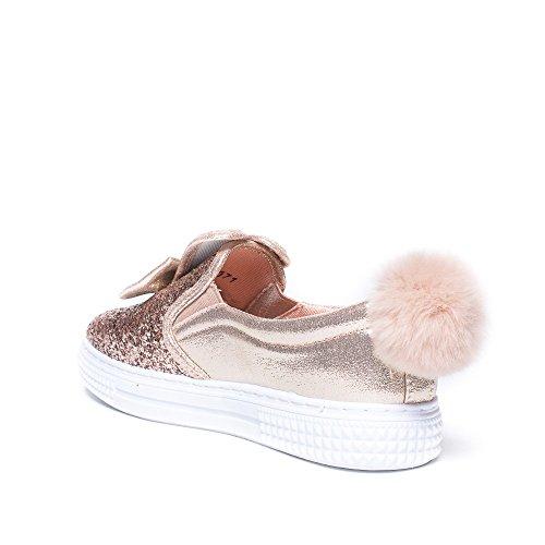 Ideal Shoes - Slip-on nacrés et pailletés avec nœud et pompons Roxi Champagne