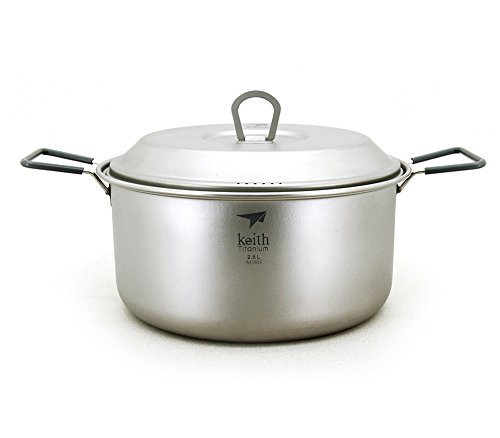 Titanium cooking pot, 2.5 L, with foldable handles; it is ideal for tourist trips, excursions, trekking and picnics.