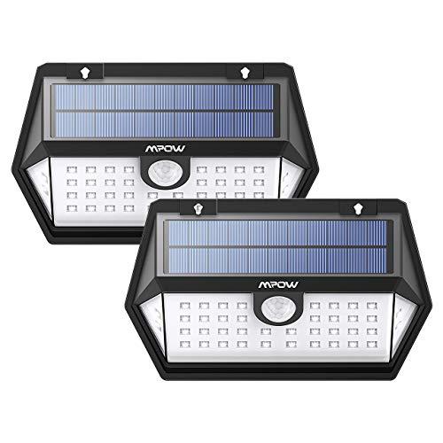 3 Modos Diferentes 1. Modo de Sensor de Luz Alta: la luz se carga en el día y por la noche emite luz fuerte al detectar movimientos y durará 30 segundos. La luz se apaga si no detecta movimientos. 2. Modo de Luz media con sensor: por la noche la lámp...