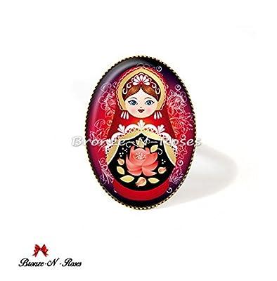Bague Matriochka motif traditionnel russe rouge noir cabochons poupées russes