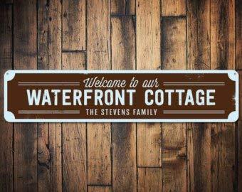 Waterfront Cottage (C B Signs L.E.D. Waterfront Cottage Schild, personalisiertes Welcome Beach Schild, personalisierbar mit Familienname Schild, Metall Strand Haus Dekor - Qualität Aluminium)