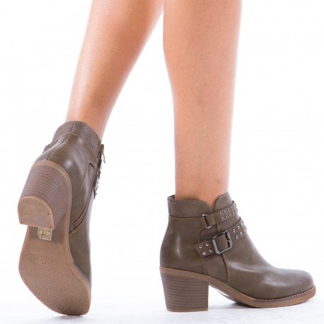 Ideal Shoes - Bottines à talons avec ceinturons et clous Loanis Taupe