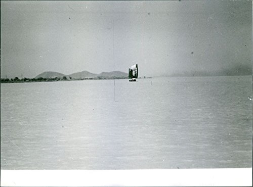 vintage-photo-of-a-sailboat-in-the-sea-of-china-1964china