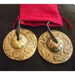 HERMOSA BUDISTAS TIBETANOS chakra, Tingsha PLATILLOS , REIKI , la limpieza del espacio , la AID MEDITACIÓN ; EN CUERDA DE CUERO ; DIAM 6cm . RELIEVE CON 2 PROPICIOS dragones TIBETANOS EN UN ROJO DEL SATÉN CARRY LAZO bolsa, la idea del regalo inusual - vendidos por los dones espirituales . Por lo general , enviamos dentro de 2 días laborables .