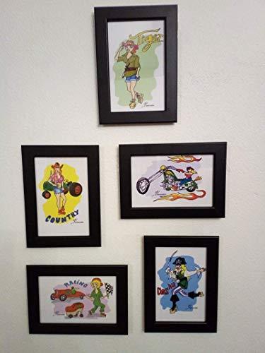 """Moteras, cowgirls, corsarias, cuelga esta colección de cinco láminas pintadas a mano y enmarcadas en tu pared y llena de alegría y color el espacio con las """"pin ups"""" más aventureras."""