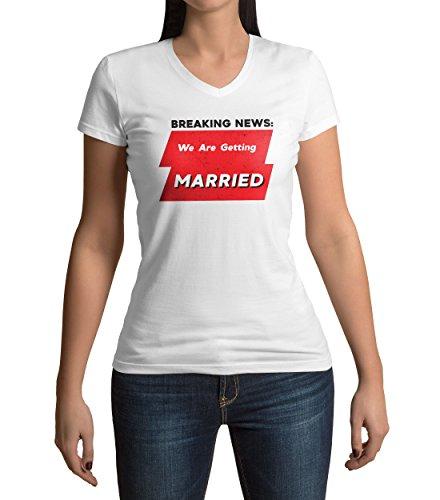 Breaking News We Are Getting Married Damen V-neck T-shirt M (Womens V-neck Ringer T-shirt)