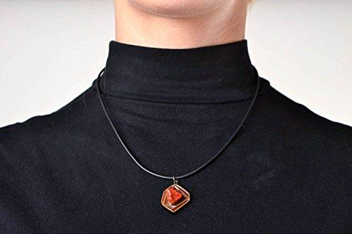 handmade-anhanger-holz-schmuck-anhanger-aus-holz-mit-naturstein-jaspis-an-schnur