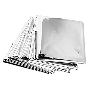 41eUEz6qvzL. SS300  - De feuilles CHIC-CHIC 5 Pack Emergency Survival Blankets Silver Mylar Reflective Thermal Blanket For Outdoors Hiking Marathons First Aid