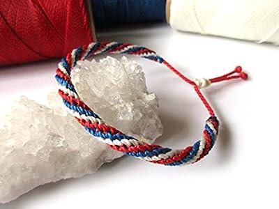 Bracelet brésilien/amitié/bohème/en fil Bleu Blanc Rouge Couleur Drapeau France tissé/tressé main en macramé avec du fil ciré et ajustable Réf.FPFrance