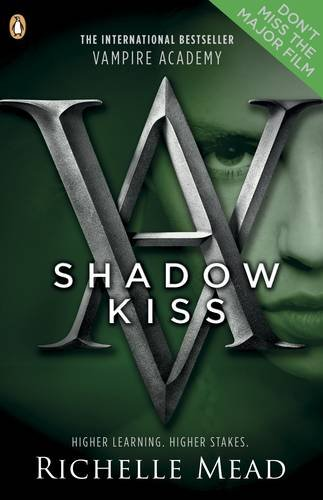 Shadow Kiss: A Vampire Academy Graphic Novel (Vampire Academy Graphic Novels)