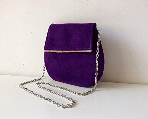 Pochette in pelle scamosciata e tracolla in metallo, colore viola, BBagdesign.
