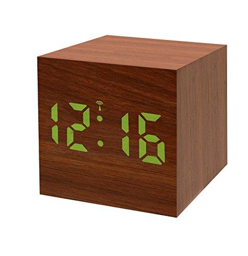 Bresser Funkwecker MyTime WAC mit Holz Optik Kunststoffgehäuse, Uhrzeit-, Datum- und Temperatur-Anzeige, Weckfunktion, Netz- oder Batteriebetrieb, braun mit weißer LED
