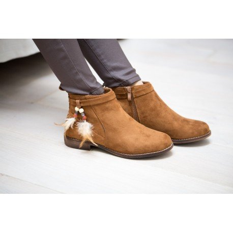 Ideal Shoes - Bottines effet daim avec détail ethnique Tahissia Camel