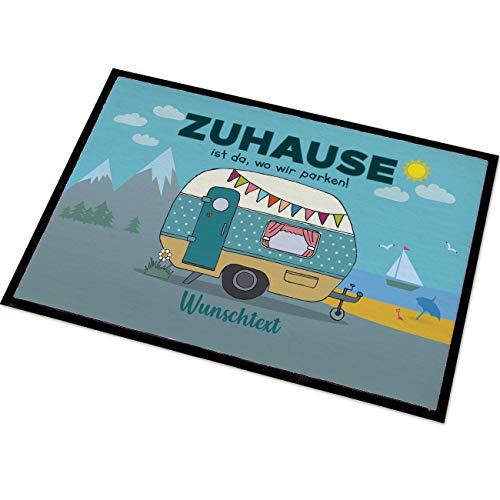 Herz & Heim® Personalisierte Fußmatte für Camper mit Campingwagen Motiv Größe: 50 x 70 cm
