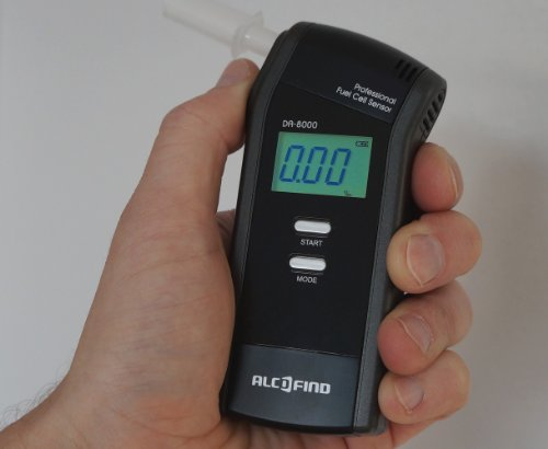 Alkoholtester Trendmedic Alcofind DA-8000 | mobiles digitales Atem-Alkoholmessgerät mit langzeitstabilen Fuel-Cell-Sensor bis 5.00‰ | polizeigenau | inkl. 25 Zusatzmundstücken - 2