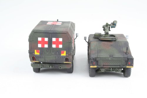 Imagen principal de Revell Modellbausatz 03147  - HMMWV M966 portador de misiles REMOLQUE y M997 escala 1:72 Maxi Ambulancia