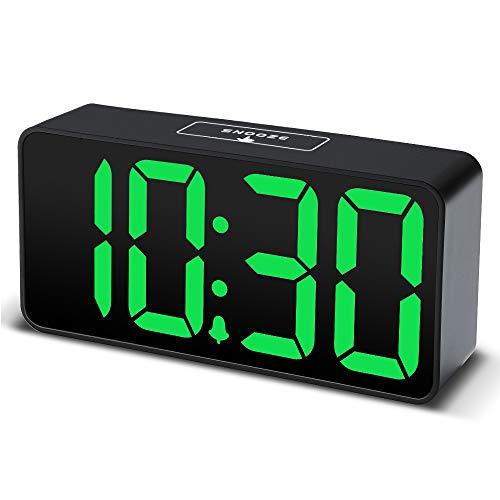 DreamSky LED Digital Wecker mit USB-Ladeanschluss, Große Ziffern Display, Lauter Alarm, Helligkeit und Lautstärke Regelbar, Snooze, 12/24HR, Netzbetrieben (Grün)