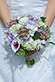 Silk Blooms Ltd Künstlicher Blumenstrauß Calla-Lilie, Freesien und Rosen, mit Mini-Skulpenten-Strauß